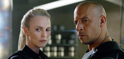 Fast & Furious 8: Charlize Theron und Vin Diesel schauen skeptisch