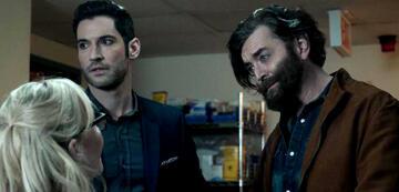 Lucifer mit Fake-Daddy (Timothy Omundson) in Staffel 2