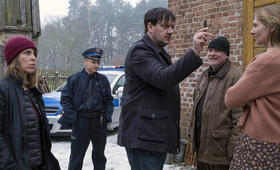Polizeiruf 110: Kindeswohl mit Charly Hübner, Anneke Kim Sarnau und Maria Dabrowska - Bild 6