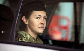 Eine Frau an der Front, Staffel 1 mit Lacey Turner - Bild 11