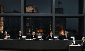 Terror - Ihr Urteil mit Burghart Klaußner - Bild 10