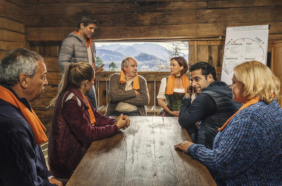Zimmer mit Stall - Teamgeist mit Friedrich von Thun, Aglaia Szyszkowitz, Steffen Groth, Petra Kleinert, Tayfun Bademsoy, Karim Günes und Annika Blendl
