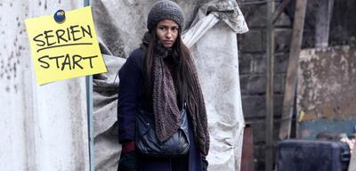 Izia (Léonie Simaga) träumt von einem besseren Leben.