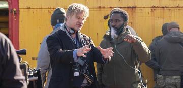 Christopher Nolan bei den Dreharbeiten von Tenet
