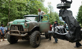 Monster Trucks mit Lucas Till - Bild 11
