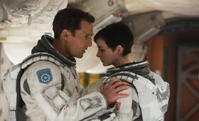 Anne Hathaway in Interstellar - Bild 91