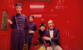 Grand Budapest Hotel mit Ralph Fiennes, Tilda Swinton und Tony Revolori - Bild 77