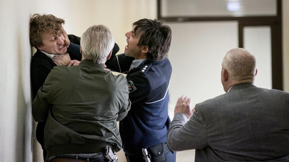 Tatort: Kaputt mit Dietmar Bär, Klaus J. Behrendt, Maximilian Simonischek und Ronny Miersch