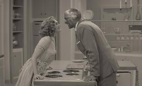 WandaVision, WandaVision - Staffel 1, WandaVision - Staffel 1 Episode 1 mit Paul Bettany und Elizabeth Olsen - Bild 22