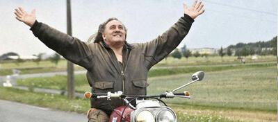 Genießt den Fahrtwind: Gérard Depardieu in Mammuth