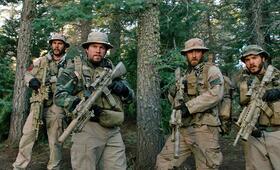 Lone Survivor mit Mark Wahlberg, Emile Hirsch, Ben Foster und Taylor Kitsch - Bild 2