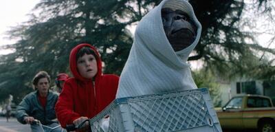 E.T. und Elliot auf der Flucht