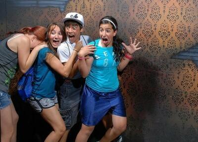 Besucher des Haunted House in Kanada - so sieht es aus, wenn man sich wirklich erschreckt