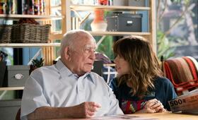 Dead To Me, Dead To Me - Staffel 1 mit Linda Cardellini und Edward Asner - Bild 1