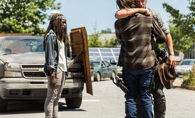 The Walking Dead - Staffel 8, The Walking Dead - Staffel 8 Episode 1 mit Danai Gurira und Chandler Riggs - Bild 6
