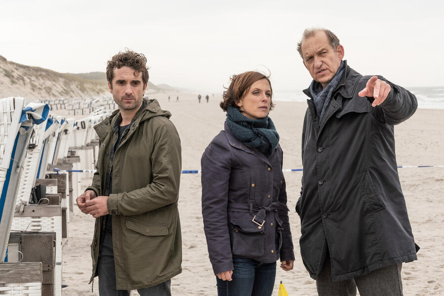 Nord Nord Mord: Sievers und die Tote im Strandkorb mit Peter Heinrich Brix, Oliver Wnuk und Julia Brendler