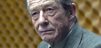 John Hurt inDame König As Spion