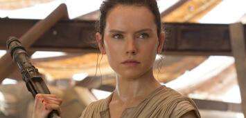 Bild zu:  Daisy Ridley als Rey in Star Wars: Episode VII - Das Erwachen der Macht