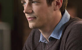 Grant Gustin in The Flash - Bild 35