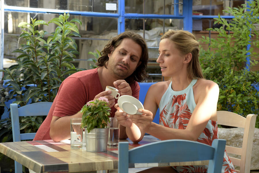 Ein Sommer auf Zypern mit Adam Bousdoukos und Annika Blendl