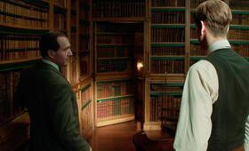 The King's Man mit Ralph Fiennes und Harris Dickinson - Bild 12