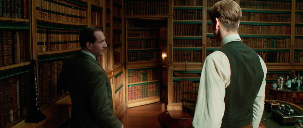 The King's Man mit Ralph Fiennes und Harris Dickinson