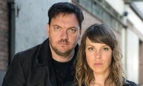 Polizeiruf 110: In Flammen mit Charly Hübner und Anneke Kim Sarnau - Bild 14