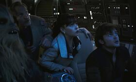 Solo: A Star Wars Story mit Woody Harrelson, Emilia Clarke, Alden Ehrenreich und Joonas Suotamo - Bild 15