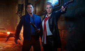 Staffel 2 mit Bruce Campbell und Lucy Lawless - Bild 2