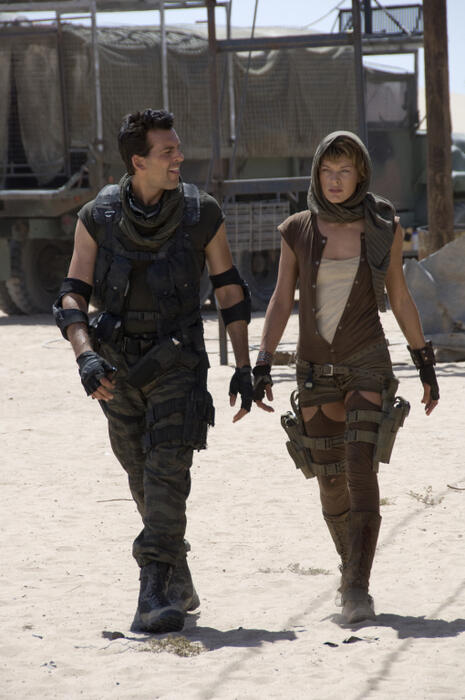 Resident Evil: Extinction mit Milla Jovovich und Oded Fehr