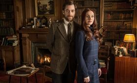 Outlander, Staffel 2 mit Richard Rankin und Sophie Skelton - Bild 6