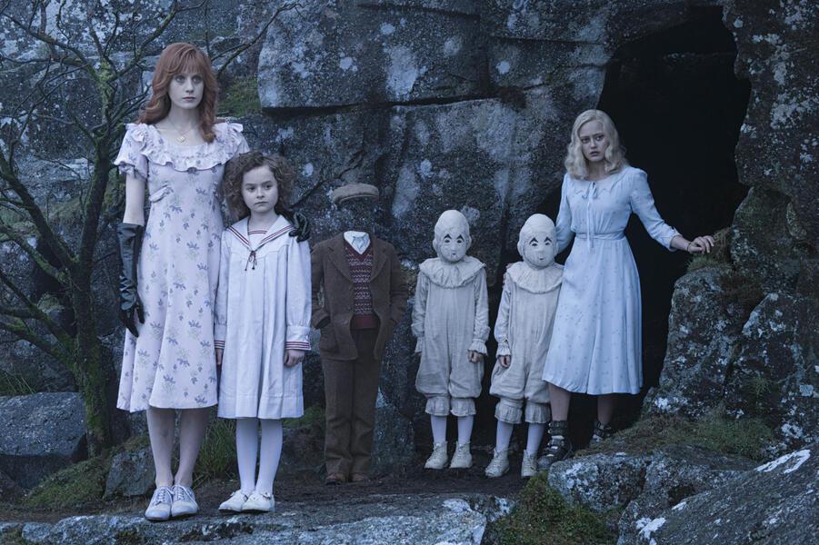 Die Insel der besonderen Kinder mit Ella Purnell, Cameron King und Lauren McCrostie