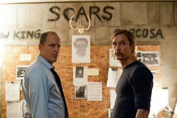 Woody Harrelson und Matthew McConaughey in True Detective