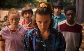 Stranger Things - Staffel 3 mit Millie Bobby Brown, Finn Wolfhard, Noah Schnapp, Caleb McLaughlin und Sadie Sink - Bild 14