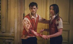 Stung mit Matt O'Leary und Jessica Cook - Bild 8