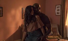 Marvel's Luke Cage - Staffel 2 mit Rosario Dawson und Mike Colter - Bild 16