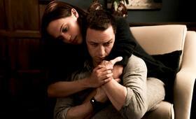 Grenzenlos mit James McAvoy und Alicia Vikander - Bild 1