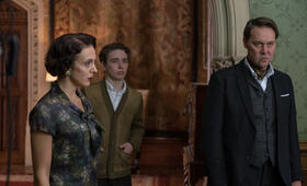 Crooked House mit Amanda Abbington, Christian McKay und Preston Nyman - Bild 1