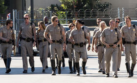 CHiPs mit Michael Peña, Dax Shepard, Jessica McNamee, Ryan Hansen, Rosa Salazar und Jess Rowland - Bild 16