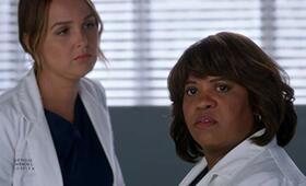 Grey's Anatomy - Staffel 15, Grey's Anatomy - Staffel 15 Episode 5 mit Chandra Wilson und Camilla Luddington - Bild 21