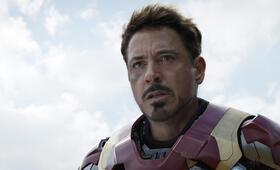 The First Avenger: Civil War mit Robert Downey Jr. - Bild 6
