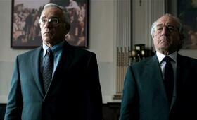 The Wizard of Lies - Das Lügengenie mit Robert De Niro und Steve Coulter - Bild 219