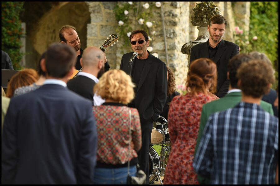 Champagner & Macarons - Ein unvergessliches Gartenfest mit Jean-Pierre Bacri