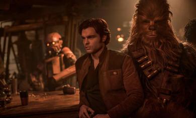 Solo: A Star Wars Story mit Alden Ehrenreich und Joonas Suotamo - Bild 3