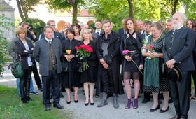 Bier Royal mit Robert Palfrader, Gisela Schneeberger, Marianne Sägebrecht, Ulrike Kriener, Fred Stillkrauth, Julia Riedler und Ute Willing - Bild 3