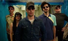 Blue Iguana mit Sam Rockwell, Ben Schwartz, Al Weaver und Phoebe Fox - Bild 5