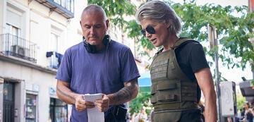 Tim Miller und Linda Hamilton am Set von Terminator: Dark Fate