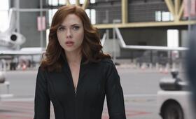 The First Avenger: Civil War mit Scarlett Johansson - Bild 139