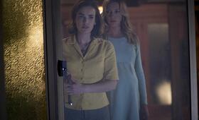 Wolves at the Door mit Katie Cassidy und Elizabeth Henstridge - Bild 6
