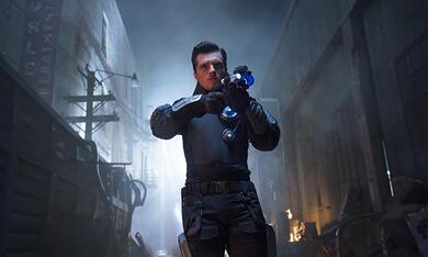 Future Man, Future Man - Staffel 1 mit Josh Hutcherson - Bild 1